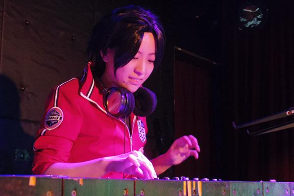 DJかをり
